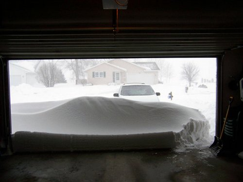 Photo – garage door in the snow